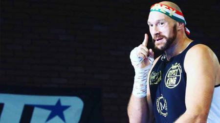 Tyson Fury agaknya akan mengurungkan niatnya untuk pensiun dan saat ini sedang mengincar gelar petinju dengan bayaran terbesar sepanjang masa. - INDOSPORT