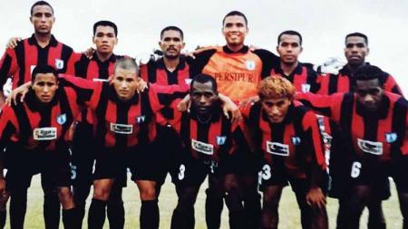 Rentetan panjang sejarah telah ditapaki Persipura Jayapura di pentas tertinggi sepak bola Liga Indonesia. - INDOSPORT