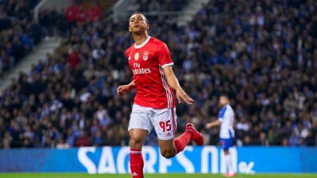 Usaha Tottenham Hotspur untuk mencari tambahan amunisi di lini depan berakhir sudah usai mereka berhasil mendapatkan Carlos Vinicius dari Benfica. - INDOSPORT