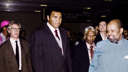 Bagi Muhammad Ali, petinju yang memiliki pukulan terkeras sepanjang sejarah tak lain dan tak bukan adalah Earnie Shavers. - INDOSPORT