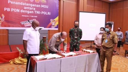 Penandatanganan MoU antara PB PON, TNI, dan Polri - INDOSPORT