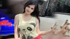 Indosport - Penyanyi cantik dan seksi bernama Dianna Dee menyita perhatian netizen di Instagram karena memakai dress mini sambil menunggangi sepeda.