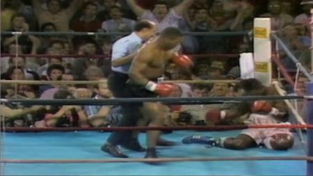 Pertandingan tinju kelas berat Mike Tyson vs Marvis Frazier, 26 Juli 1986. - INDOSPORT