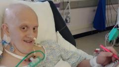 Indosport - Eks pebulutangkis Craig Sharratt berhasil melewati fase sulit melawan virus Corona setelah menghabiskan waktu tujuh minggu di ICU.