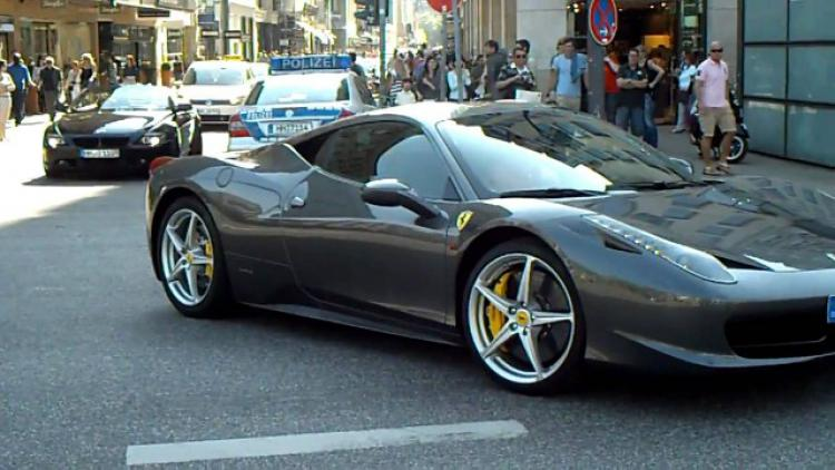 Koleksi kendaraan Manny Pacquiao. Copyright: carmudi.com