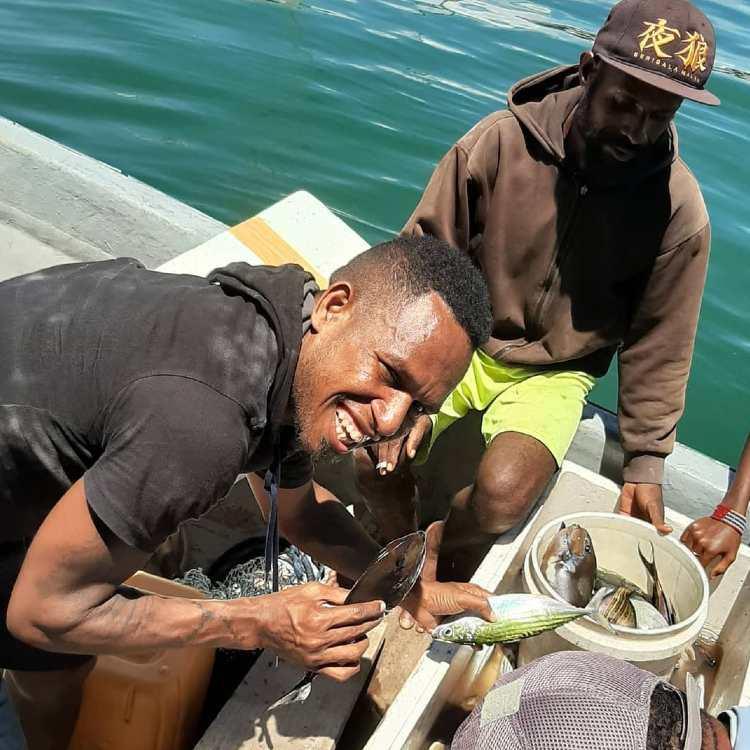 Okto Maniani iseng menjadi nelayan selama pandemi corona. Copyright: Dok Pribadi