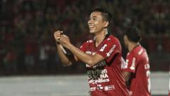 Indosport - Bek sayap kiri Bali United Ricky Fajrin Saputra.