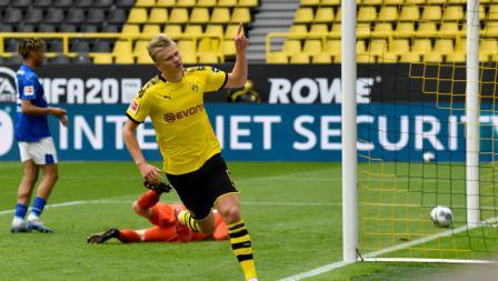 Erling Haaland merayakan golnya dalam laga Bundesliga Jerman antara Borussia Dortmund vs Schalke 04.