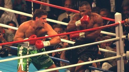Mike Tyson mendapatkan penawaran senilai 1,1 juta dollar (16,1 miliar rupiah) jika mau melakoni duel rematch dengan Peter McNeeley. - INDOSPORT