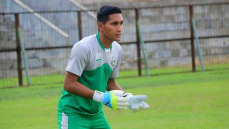 Setidaknya ada 3 mantan pemain klub Liga 1 Persib Bandung yang berhasil mencetak gol ke gawang mantan kiper PSMS Medan, Choirun Nasirin. - INDOSPORT