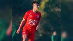 Indosport - Bek Belanda yang harus gagal menjalani trial di Timnas Indonesia karena corona, Mees Hilgers, nyatanya punya kisah mencetak gol.