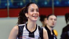 Indosport - Yagmur Mislina, atlet voli cantik asal Turki.