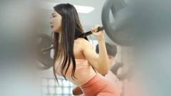 Indosport - Model asal Korea Selatan ini buat susah konsentrasi saat olahraga.