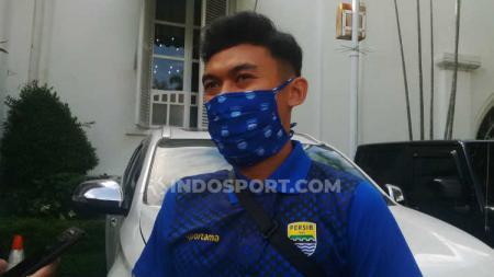 Gelandang klub Liga 1 Persib Bandung, Abdul Aziz, merasakan beberapa perbedaan pada Ramadan tahun ini, diantaranya aktivitas yang lebih banyak dilakukan di rumah. - INDOSPORT