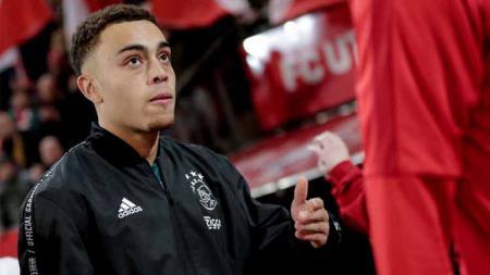 Bayern Munchen tak berdaya ketika Sergino Dest, pemain sepakbola Ajax Amsterdam segera diresmikan Barcelona. - INDOSPORT