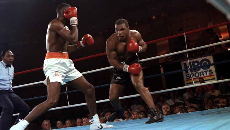 Mike Tyson vs Jose Ribalta. Copyright: The Ring Magazine via Getty Images