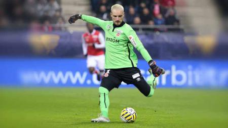 Meski belum begitu dikenal, namun kiper incaran AC Milan, Predrag Rajkovic, memiliki sejumlah keunggulan yang tak dimiliki Gianluigi Donnarumma. - INDOSPORT