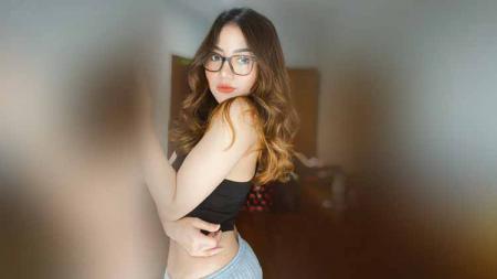 Eks Indonesian Idol, Irine Septiani Rivaldy terkenal dengan suara merdu dan paras cantiknya. Kendati demikian dirinya sering kali melakukan kegiatan olahraga. - INDOSPORT