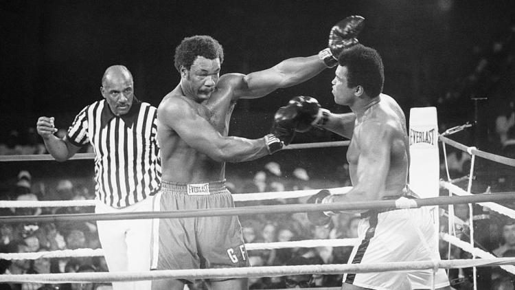 George Foreman saat melawan Muhammad Ali Copyright: Bettmann / Contributor via Getty Images