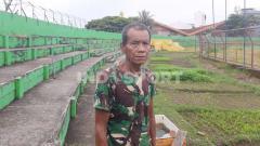 Indosport - Penjaga Stadion Andi Mattalatta, Makassar, Pak Bece.