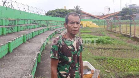 Penjaga Stadion Andi Mattalatta, Makassar, Pak Bece. - INDOSPORT