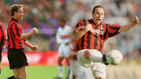 Jean-Pierre papin, mantan pemain AC Milan asal Prancis. - INDOSPORT