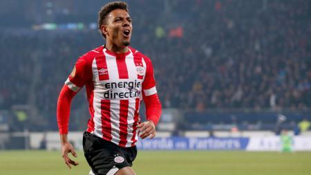 Ada setidaknya tiga kerugian utama yang bisa dirasakan klub Liga Italia, AC Milan, jika berhasil mendatangkan bomber andalan PSV, Donyell Malen. - INDOSPORT