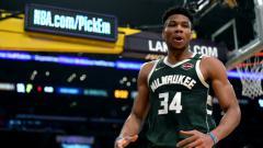Indosport - Giannis Antetokounmpo, bintang basket NBA milik tim Milwaukee Bucks.