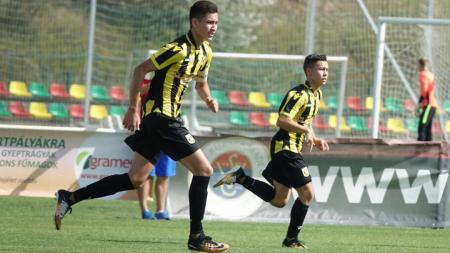 Jayden Houtriet (kiri) pemain muda Vitesse Arnhem, membahas sosok Yussa Nugraha hingga Lionel Messi. - INDOSPORT