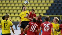 Indosport - Duel pemain Borussia Dortmund vs Bayern Munchen.