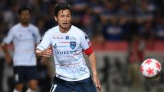 Indosport - Striker Yokohama FC Kazuyoshi Miura (Jepang).