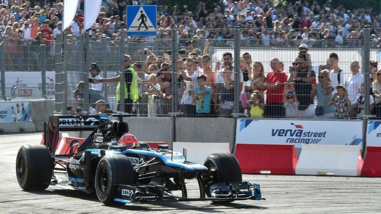 Robert Kubica saat mengendarai mobil F1 Williams Racing Copyright: Michal Fludra/NurPhoto via Getty Images