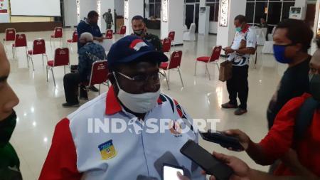 Sekretaris Umum KONI Papua, Kenius Kogoya. - INDOSPORT