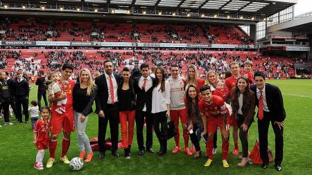 Luis Suarez, Jose Enrique, Joao Teixeira, Iago Aspas, Philippe Coutinho, Lucas Leiva dan Luis Alberto saat masih membela Liverpool. - INDOSPORT