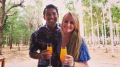 Indosport - Yulius Mauloko bersama istrinya