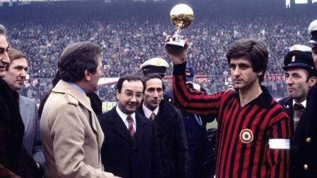 Gianni Rivera saat memenangkan Golden Ball Serie A Italia di tahun 1969 bersama AC Milan - INDOSPORT