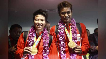Pemain bulutangkis Indonesia Liliyana Natsir (kiri) dan Tontowi Ahmad (kanan). - INDOSPORT