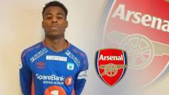 Indosport - Pemain sepak bola Thomas George Lewis.