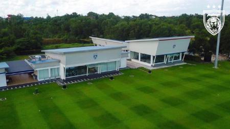 Bos klub Liga 1 2020 Borneo FC Nabil Husein Amin turut komentari mewahnya fasilitas latihan dari akademi Johor Darul Ta'zim (JDT). - INDOSPORT