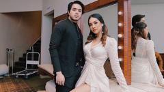 Indosport - Ovi Rangkuti bersama sang pacar, Anya Geraldine.
