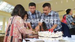 Indosport - Komisaris PT PBB, Umuh Muchtar, berulang tahun ke-72 di kediamannya di Tanjungsari, Kabupaten Sumedang, Selasa (02/06/20).