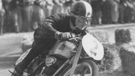 Legenda MotoGP, yakni Carlo Ubbiali, selaku peraih sembilan gelar juara dunia meninggal dunia pada Selasa (2/6/20). - INDOSPORT