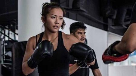 Petarung Mixed Martial Arts (MMA) asal Korea Selatan, Song Ka-yeon kini tengah menjadi sorotan lantaran berniat untuk comeback usai absen selama enam tahun. - INDOSPORT