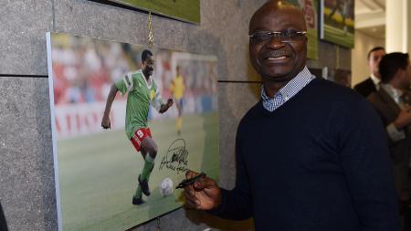 Legenda Timnas Kamerun, Roger Milla, melalui akun Twitter-nya, @roger_milla_9, mengenang momen saat berkarier di Liga Indonesia. - INDOSPORT
