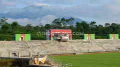 Indosport - Saat ini sedang dalam pembangunan Stadion Kebo Giro di desa Paras, kecamatan Cepogo, Kabupaten Boyolali. Stadion ini mempunyai view yang sangat indah.