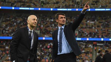 Petinggi AC Milan, Paolo Maldini (kanan), memiliki dua rencana selanjutnya setelah mereka sukses menjadi tim yang tak terkalahkan atau 'unbeaten' di Serie A Italia. - INDOSPORT