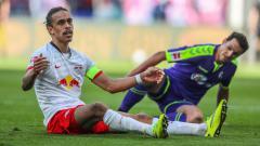 Indosport - Yussuf Poulsen (kiri) sosok pesepakbola muslim dari RB Leipzig yang terlupakan
