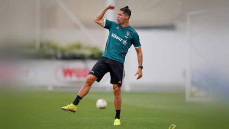 Pemain Juventus, Cristiano Ronaldo dipastikan memiliki senjata baru lakoni Serie A Liga Italia. - INDOSPORT