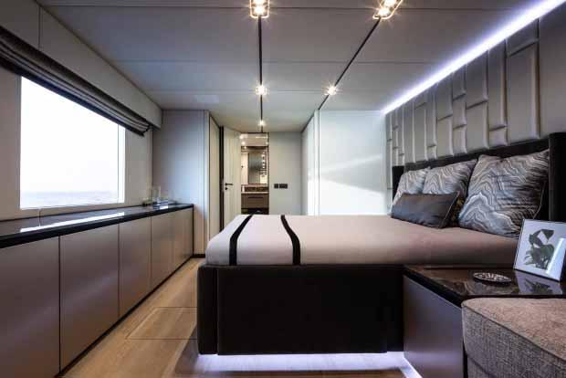 Kabin utama dilengkapi dengan kamar mandi sendiri. Copyright: thesun/Sunreef Yachts