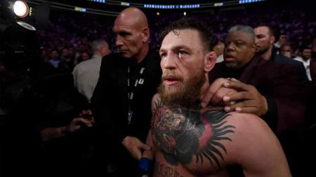 Mantan petarung UFC Conor McGregor turut memberikan reaksi usai tahu ayah Khabib Nurmagomedov meninggal dunia, Jumat (03/07/20) waktu setempat. - INDOSPORT